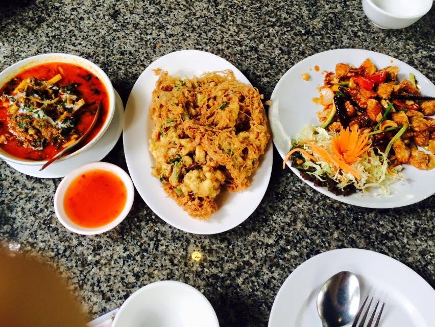 แนะนำที่กิน อาหารอร่อยโคราช ..แบบรวมๆพร้อมเบอร์โทรครับ by happykorat.com