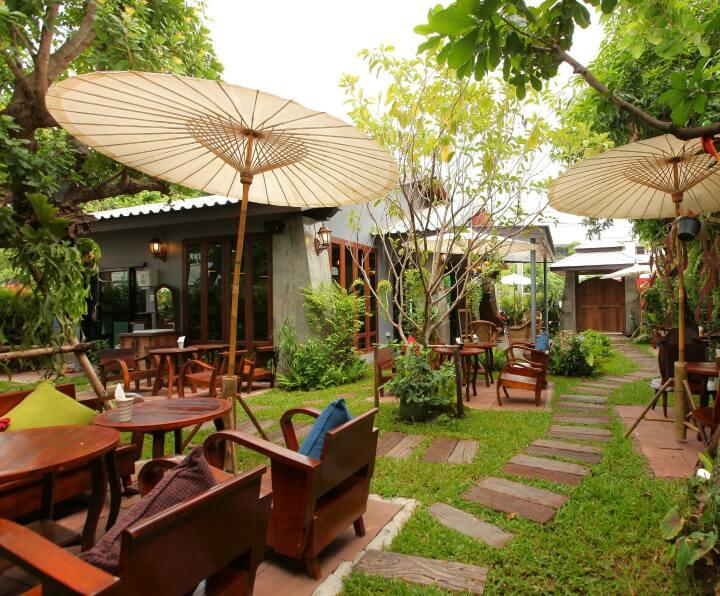 กาแฟริมสวน : ร้านกาแฟและสเต็กที่น่านั่งมากๆ ซ่อนตัวอยู่หลังร้านบุญไทยฯ วัดบูรณ์