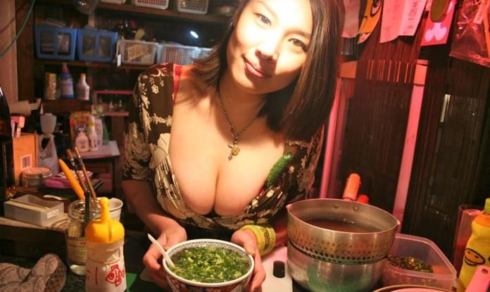 มันใหญ่มาก!! Oppai Ramen ร้านราเมง หนักนมกับเจ้าของร้านคัพ Gจากกรุงโตเกียว